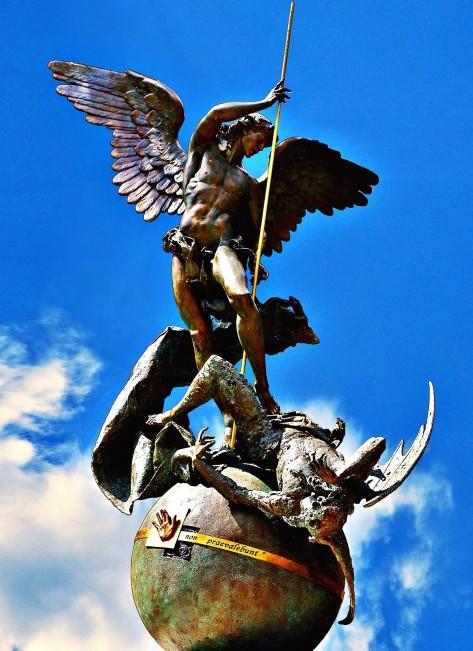 oración san miguel arcangel ricardolatouchetarot